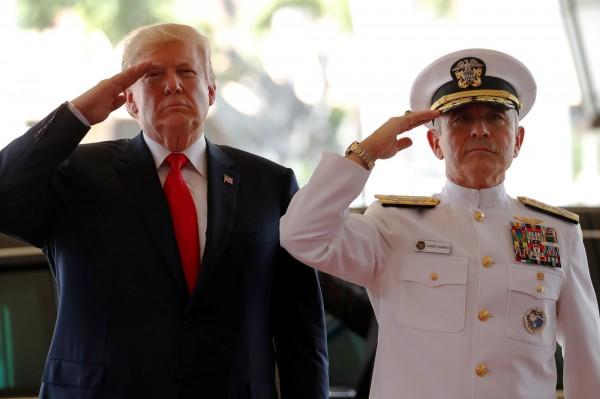 美軍太平洋司令哈里斯(右)。(路透)