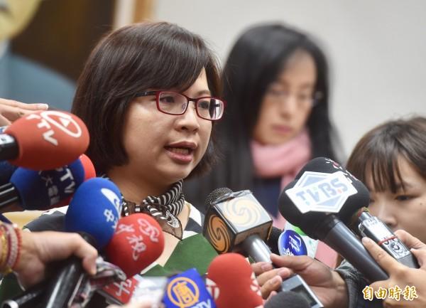 民進黨立委林淑芬(前)、陳瑩(後)今天傳在立院互嗆。(資料照,記者簡榮豐攝)