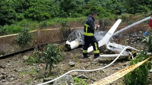 飛安會目前正調查事故原因,但直升機殘骸嚴重燒毀,須經過特殊處理,才能判別調查結果是否有助於釐清墜機真相。(讀者提供)