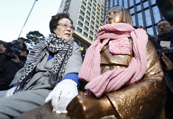 韓國會議長稱可讓日本天皇向慰安婦道歉,日方斥其說法「極其無禮」。(歐新社)