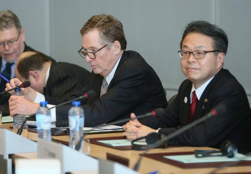 日本經濟產業大臣世耕弘成今日在內閣會議後的記者會上表示,日本完全不考慮撤回對南韓的出口管制。(歐新社)