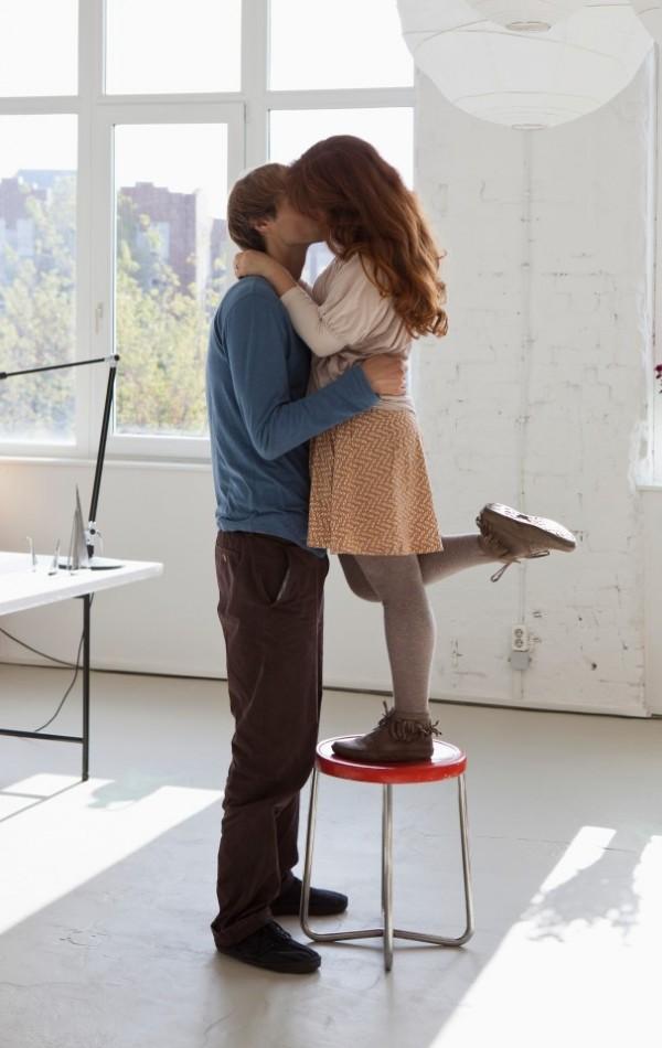 不少人對男性身高有著「越高越吃香」的迷思,不過研究指出,身高在175公分左右的男性,可享有較優質、次數較多的性生活。(示意圖,擷取自《太陽報》)