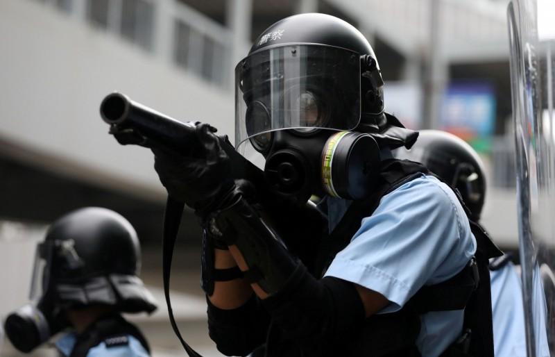 香港反送中示威愈演愈烈,警民爆發嚴重衝突,香港警方今日下午受訪時,定調本次抗議為「騷亂」。(路透)