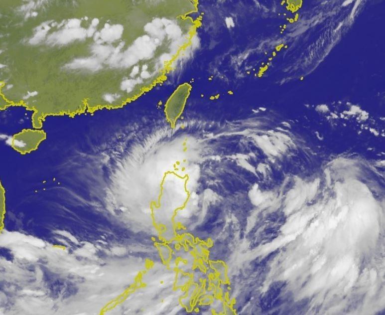 丹娜絲暴風半徑大,影響範圍廣,儘管以輕度颱風之姿來臨,但其帶來的風雨真的不容小覷!(圖擷取自中央氣象局)