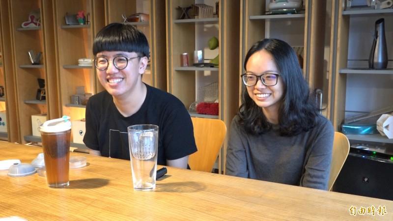 就讀實踐大學工業產品設計學系四年級的吳天瑜、史芳,共同設計出一款不需要吸管的環保概念杯,獲得本屆新一代金點新秀設計獎的產學合作金獎。(記者張家寶攝)