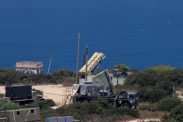 以色列今天發射愛國者飛彈擊落了一架從敘利亞起飛的無人機。圖中為以色列部署於海法的愛國者飛彈發射載具。(路透)