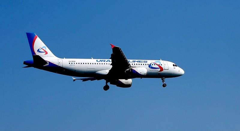 俄羅斯烏拉爾航空(Ural Airlines)一航班驚傳機上有炸彈,今(11)日緊急降落在亞塞拜然的機場。圖為烏拉爾航空班機,非當事航班。(法新社)