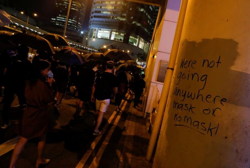 大批示威者在中環一帶聚集,封鎖街道。(路透)