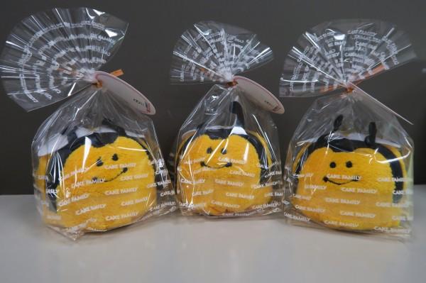 可愛的「小蜜蜂蛋糕毛巾」單一售價為120元,當天有1000個供民眾搶購。(圖擷取自台北市政府)