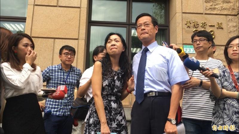 前最高法院法官楊絮雲(左)及丈夫、高院庭長周盈文。(資料照)