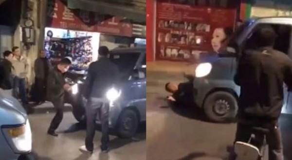 中国男子狂踹厢型车,遭对方重踩油门压在车底下。(图撷取自微博)