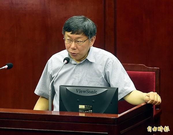 台北市長柯文哲在議會針對「大彎北段商業宅處理」進行專案報告。(記者方賓照攝)