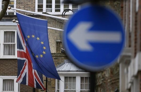 英脫歐達成金融服務協議 英鎊飆升逾1%
