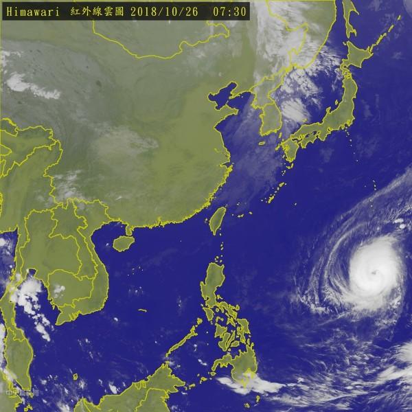 第26號颱風「玉兔」今日凌晨2時減弱為中颱。氣象專家吳德榮表示,受4個不利因素影響,「玉兔」的強度將急遽減弱。(圖取自氣象局)