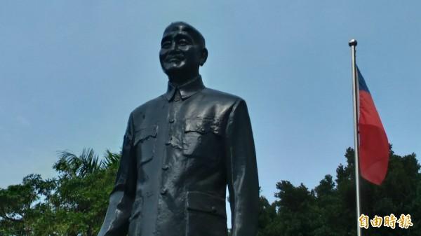 蔣介石銅像。(資料照,記者蔡文居攝)
