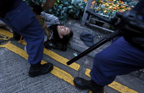 香港旺角日前發生警民流血衝突,被媒體稱為「魚蛋革命」。(路透)