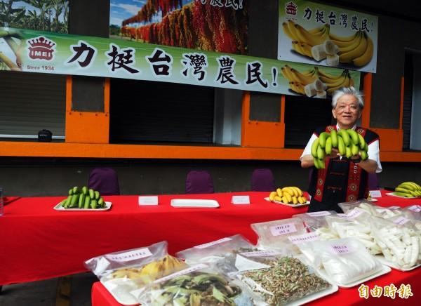 義美食品今天舉行香蕉研發說明會,總經理高志明表示,後續要利用香蕉果肉、皮來研發營養產品及食譜。(記者陳昀攝)
