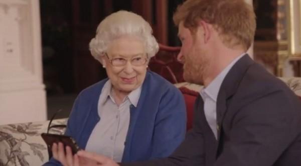 歐巴馬夫婦對哈利王子「下戰帖」,哈利王子請出高齡90歲的英國女王伊莉莎白二世為他助陣。(圖擷取自肯辛頓宮Instagram)