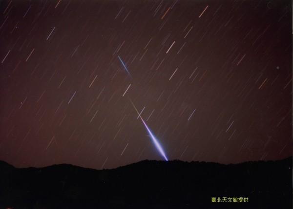 台北市天文館表示,春季最大的寶瓶座η(Eta) 流星雨,明天凌晨登場,極大時每小時可達50顆。(資料照,北市天文館提供)