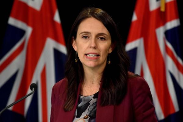 紐西蘭電視台最近拍下了總理阿爾登(見圖)趁國會演說空檔哺乳,卻引來一片罵聲。(法新社)