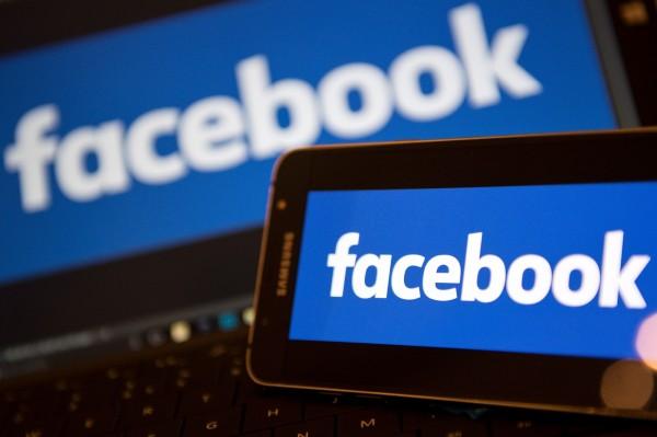 如何防治謠言與假新聞作亂,已經漸漸成為世界各國必須面對的最新考題;日本政府為避免在選舉期間或發生災難時,遭謠言或假新聞製造事端,預計將在今年內制定應對措施。圖為社群媒體中的指標性公司「臉書」。(法新社)