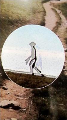 從放大影像中,可看出透明狀似剪紙人的高大身影、有蹼的手部,迥異於地球人。(圖由台灣飛碟學會提供)
