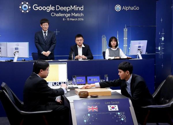 李世乭昨日吞下第二敗,南韓資訊通信專業律師田石鎮則對此表示,Google要向李世乭和整個圍棋界道歉,因為此次人機對弈本身就不公平。(歐新社)