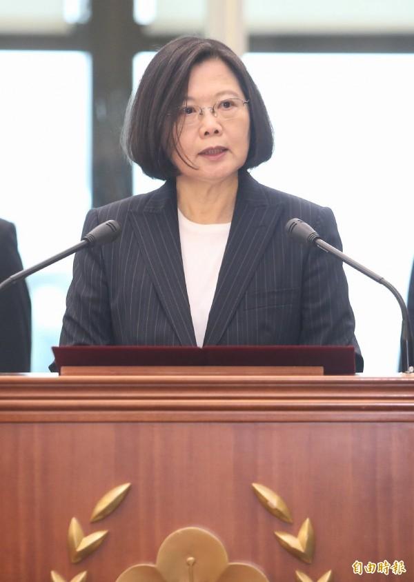 蔡英文總統在史瓦濟蘭與媒體茶敘時說,相信菊姐會做出適當的考量。(資料照)