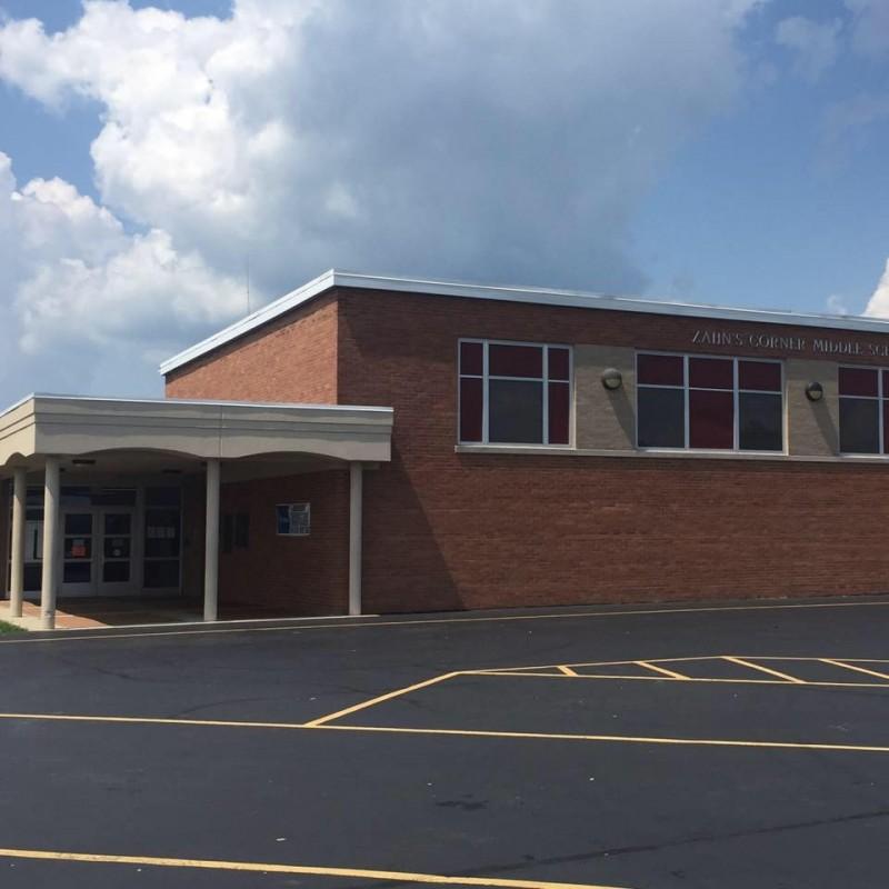 美國俄亥俄州一所中學校,被檢驗出遭附近核工廠的輻射化學物質污染,緊急於學期中關閉調查。(圖取自學校官方專頁)