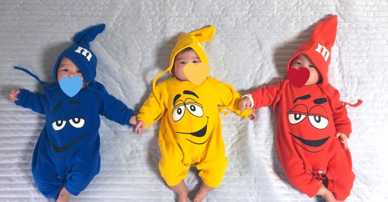 日本一名媽媽近日整理父親留下來的遺物,沒想到卻發現父親生前替外孫們選購的衣服。(圖翻攝自推特@ChocoTriplets)