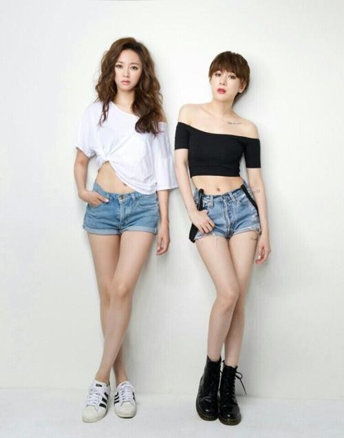 徐仁英(右)是南韓有名的性感女星,沒想到親妹妹也不輸她。(取自Hi-KPOP)