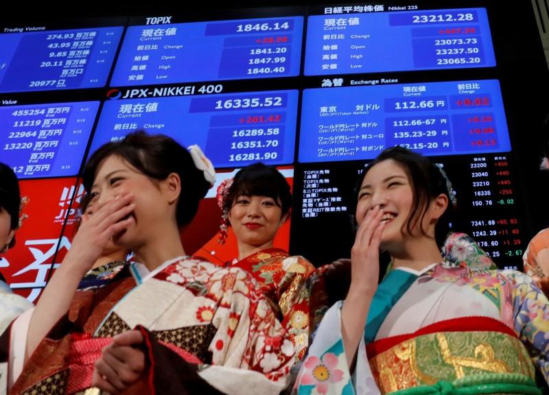 日本政府放棄在2020年使居領導地位的女性比例達到30%的目標,改為「儘可能快地(達成)」。(路透)