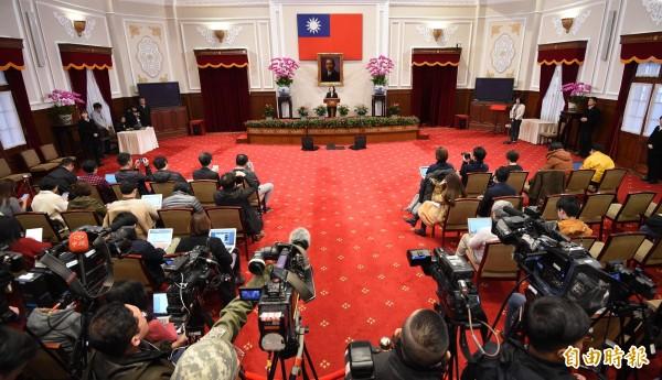中國發表《告台灣同胞書》今年滿40週年,中國領導人習近平今天上午在北京人民大會堂出席紀念會並發表講話。對於習的說法,蔡英文總統下午親自回應。(記者朱沛雄攝)