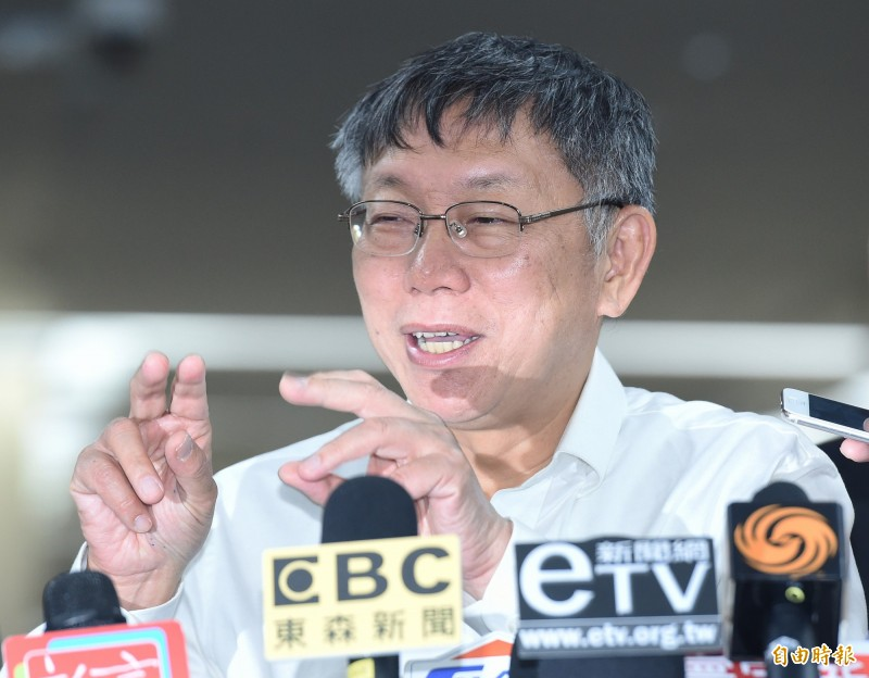 台北市長柯文哲出訪歐洲考察22日返台後在市府受訪。(記者廖振輝攝)