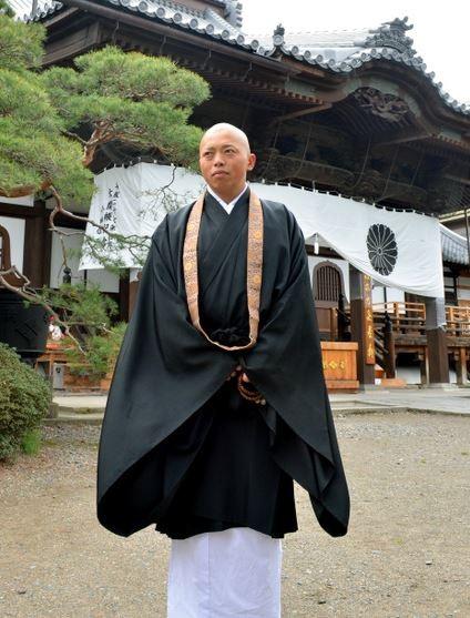 矢澤一輝於2013年夏天皈依成為和尚。(圖擷自《朝日新聞》)