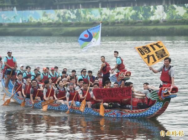 時代力量參加台北市龍舟賽,僅獲得小組最後一名。(資料照,記者方賓照攝)