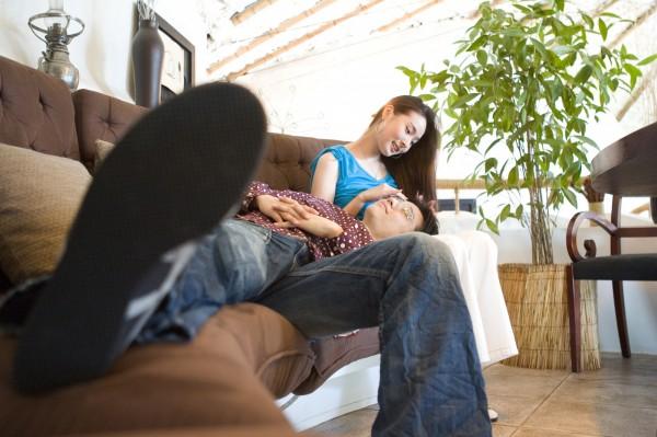 陳男和黃女上旅館偷歡,性事時陳男卻中風,送醫後被妻子發現姦情。圖中人物與本新聞無關。(情境照)