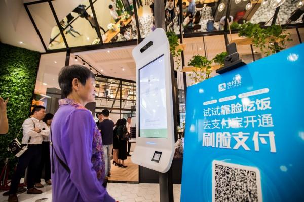 中國電子商務龍頭阿里巴巴子公司螞蟻金服,旗下的支付寶承認收集用戶訊息。(路透)