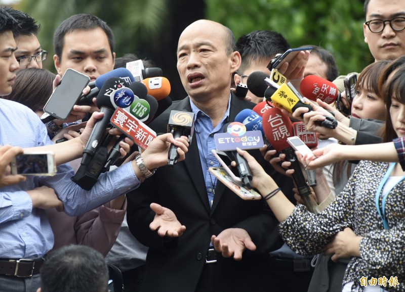 韓國瑜(圖)昨日稱「中華民國地區」,今日行政院院會後接受媒體訪問,坦承口誤。(記者簡榮豐攝)