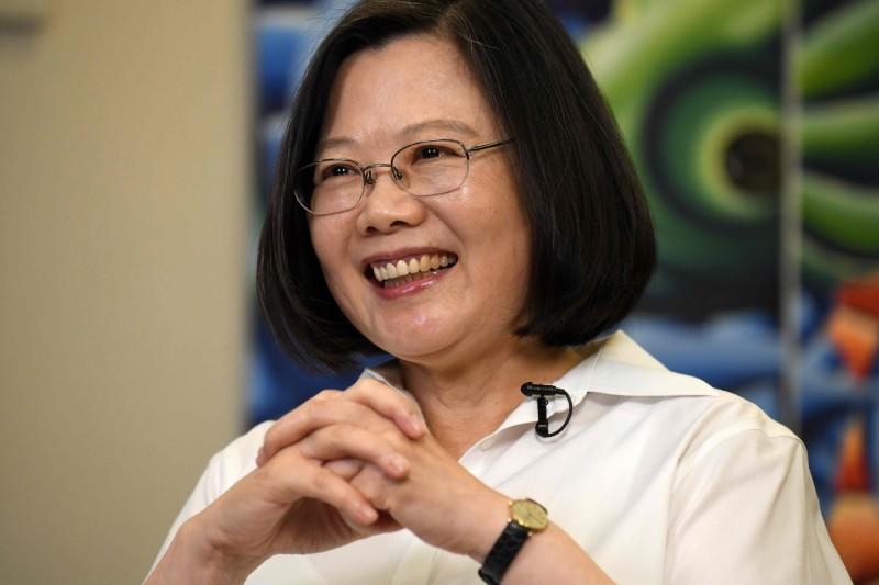 香港大規模的「反送中」運動引起全球關注,不過,有外媒刊文指出,台灣民眾因香港反送中,日漸感受到中國的威脅,可能為總統蔡英文帶來下一場勝利,中國領導人習近平反倒成為她的最佳助選員。(法新社)