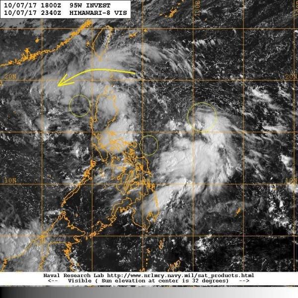 鄭明典指出,目前台灣南方的大低壓區有三個中心在旋轉,外圍水氣帶對台灣東半部以及恆春半島造成影響。(圖擷自鄭明典臉書)