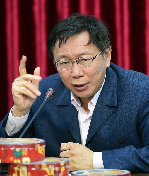 柯文哲今在記者會上也表示,台北市長不應該每天被媒體堵麥克風20分鐘,講多了一定會出錯,所以他以後會減少跟媒體接觸。(記者方賓照攝)