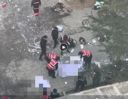 北京120急救中心表示,控制火勢後,現場已發現屍體。(圖擷自微博)
