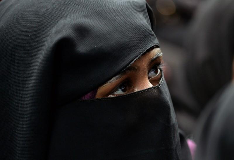 印度國會30日以壓倒性票數通過法案,禁止穆斯林男子喊3聲「Talaq」就休妻。(法新社)