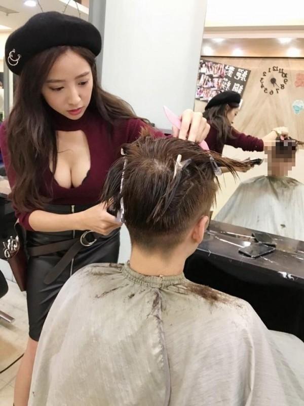 據了解,該名正妹理髮師暱稱Lina,目前任職於桃園一家理髮廳,有12年的髮型設計資歷。(圖擷取自LINA黎娜臉書)