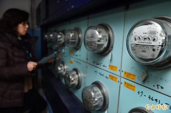 台電電表計量有異,拆換後發現舊表內部有問題,竟認定用電戶破壞電表。(資料照,記者簡榮豐攝)