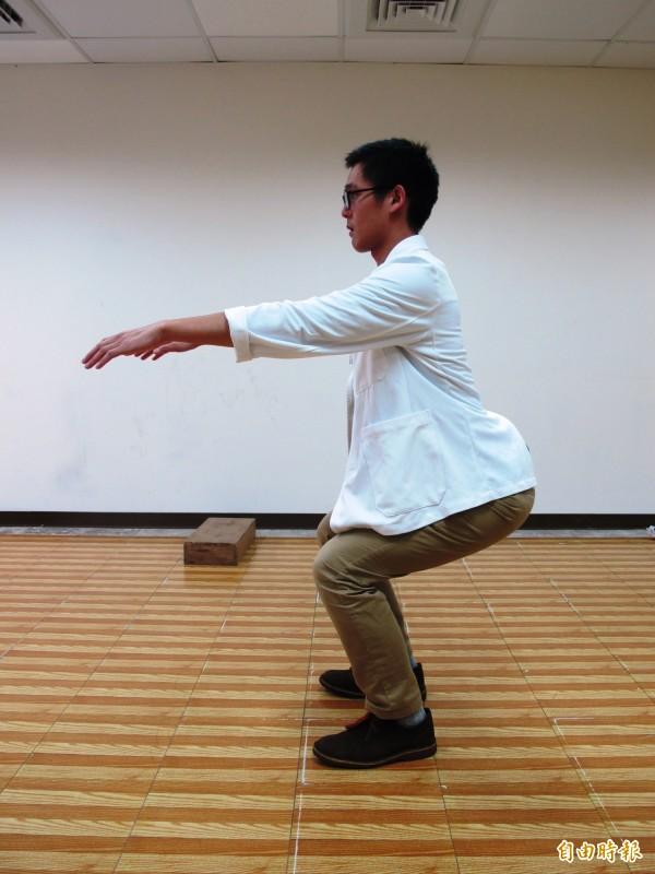 亞洲蹲作為運動,除了能幫助排便順暢,還有減肥塑身、對抗糖尿病、延緩癡呆等益處。(資料照)