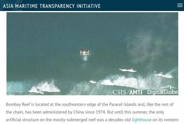 中國在南海西沙群島偏遠的浪花礁建置新海上平台,未來可能用於軍事用途。(圖擷取自AMTI網站)