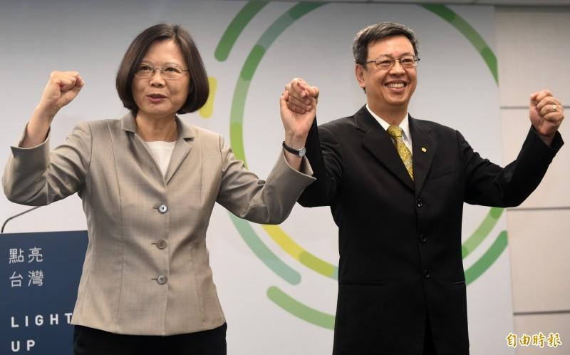 副總統陳建仁今天中午在臉書發表一份公開信,強調今天上午他和剛回國的蔡總統見面,當面向她報告,「我的階段性任務希望明年告一段落。這是我能為她,為台灣所做出的最好決定。」(資料照)