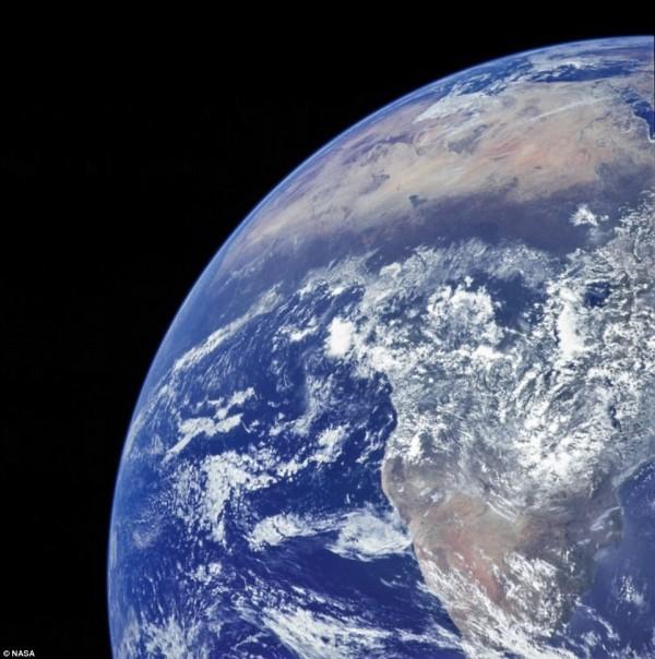 由阿波羅17號所拍攝下的地球新視角,整個非洲地區幾乎清晰可見。(圖擷自DailyMail)